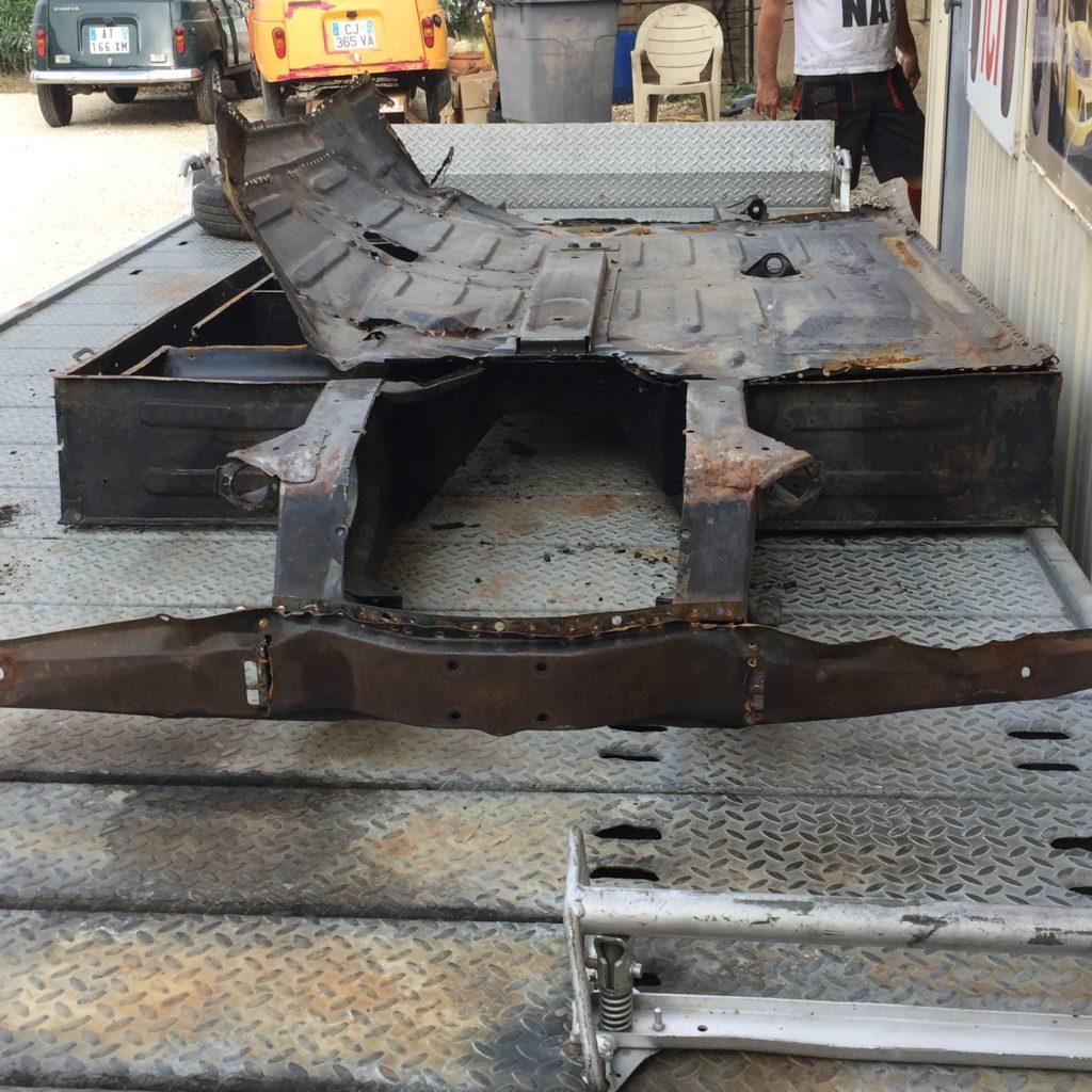 Réfection d'un châssis de 4L (Renault 4) par Garage Suard à Saint-Chaptes